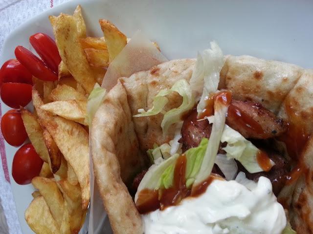souvlaki-gyros-momz-cuisine