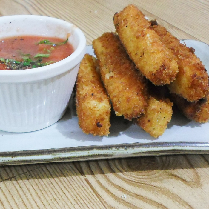 Fried Mozzarella Sticks - Looking for a yummy snack? Well, look no further! These easy Fried Mozzarella Sticks will have you cooking before you know it.